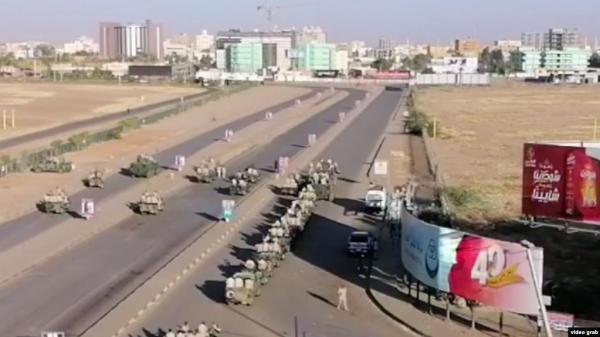 هل هي محاولة انقلاب؟ استنفار عسكري وامني في الخرطوم وشلل كلي في شوارعها