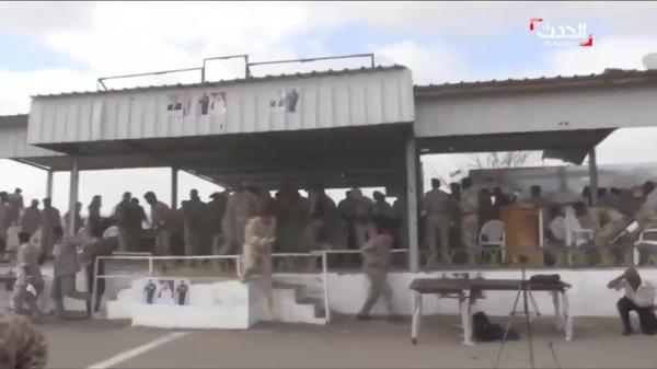 فيديو واضح للحظة وصول الطائرة المسيرة إلى قاعدة العند وإصابة عدد من القيادات العسكرية