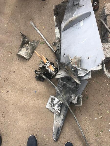 صحيفة عن مصدر عسكري: تحقيقات اولية تفيد بإن الطائرة التي هاجمت العرض العسكري بالعند حلقت من مكان قريب