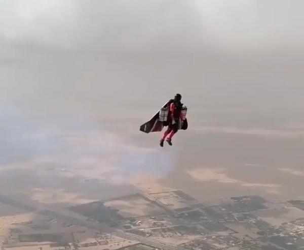 فيديو ولي عهد دبي ينشر فيديو عن تقنية تمكن الإنسان من الطيران ويعلق: المستقبل هنا