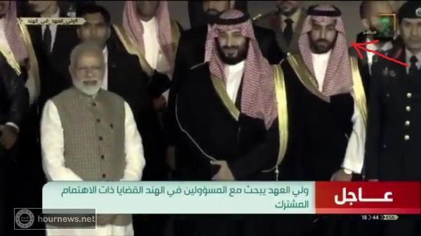 أول ظهور لشبيه الأمير محمد بن سلمان إلى جواره .. (فيديو)