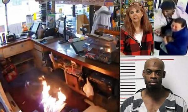 سارق يقتحم متجرًا ويقيّد مالكته وإحدى العميلات بعد عصب أعينهما.. شاهد ما الذي فعله (فيديو)