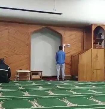 سعودي ينشر فيديو لابنه وهو يرفع الأذان في المسجد الذي استهدفه الإرهابي في نيوزلندا