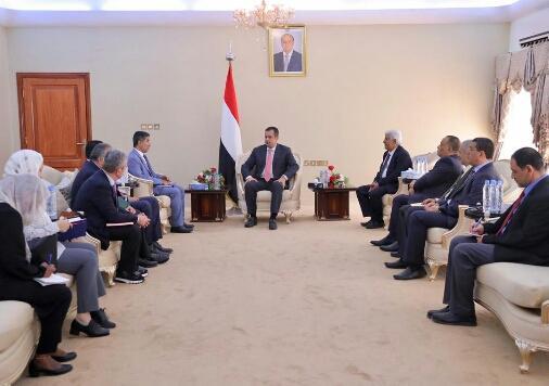الحكومة تبشر القطاع الصحي بما فيها صنعاء وعدد من المحافظات براتبي شهرين وباقي موظفي القطاعات الأخرى