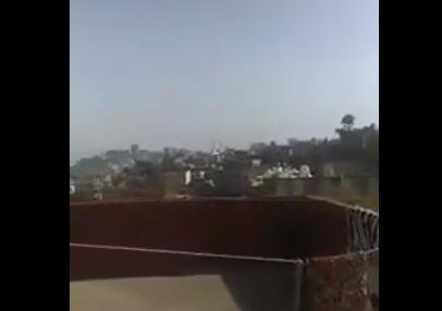تطور لافت في الأحداث بتعز قوات الإصلاح تقصف مدينة تعز القديمة بالدبابات والأسلحة الثقيلة (فيديو)