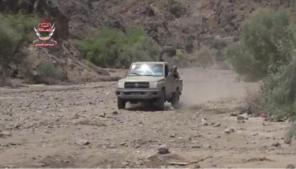 قوات العمالقة تتقدم على الحوثيين في مديرية ماوية بتعز (فيديو)