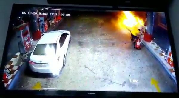 السعودية.. فيديو في موقف بطولي.. شاهد مواطن ينقذ محطة وقود من حريق كارثي بـ ينبع السعودية