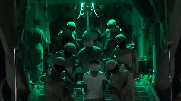 عاجل: التحالف يعلن بأن قوات خاصة سعودية تمكنت من القاء القبض على أمير تنظيم داعش باليمن (فيديو)