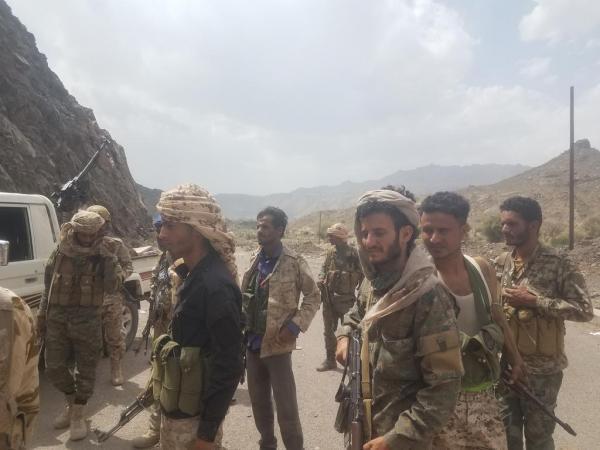 الحوثيون يشنون هجوم عنيف من ثلاثة اتجاهات في الفاخر بالضالع.. وهذا ما حدث !