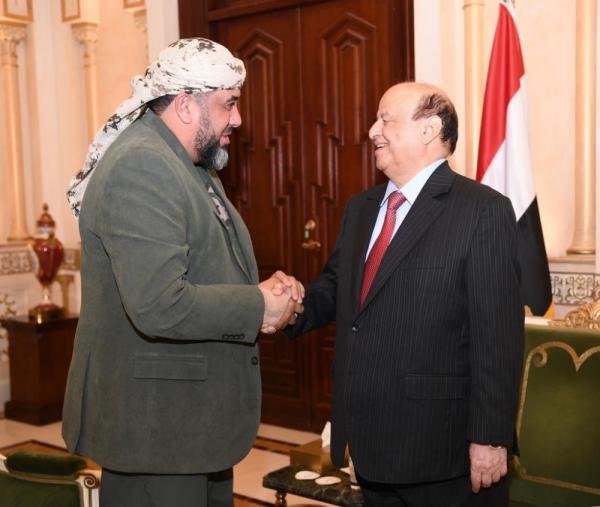 الرئيس هادي يلتقي الإعلامي محمد العرب ويسأله: ما تعريف الوقاحة الجبانة
