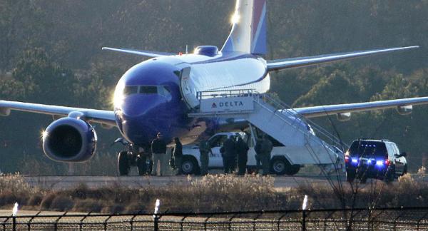 طائرة ركاب كندية سقطت لأكثر من 100 قدم، و لحظات مرعبة عاشها ركابها (فيديو)
