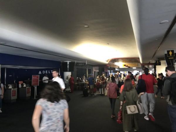 صدمة في امريكا بعد انقطاع الكهرباء في نيويورك وشلل بحركة القطارات والمطارات (فيديو وصور)