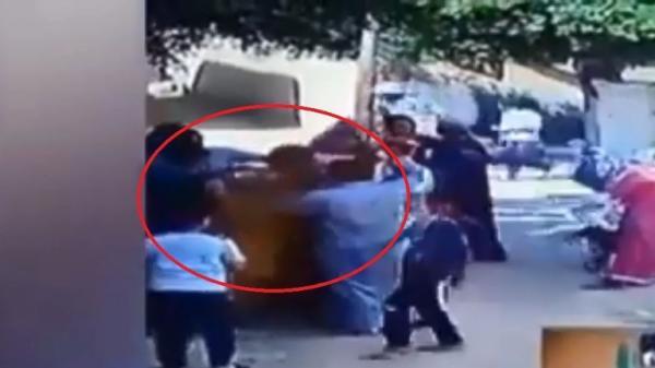 فيديو مروع لشاب مصري يلاحق والده ويحرقه حيا