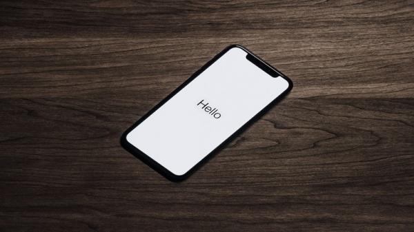 خدعة في أيفون تسمح للآخرين بإرسال رسائل من هاتفك المقفل!