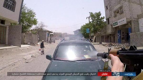 شاهد.. تنظيم «داعش» ينشر صور لعملية اغتيال ضابط في الجيش اليوم في عدن