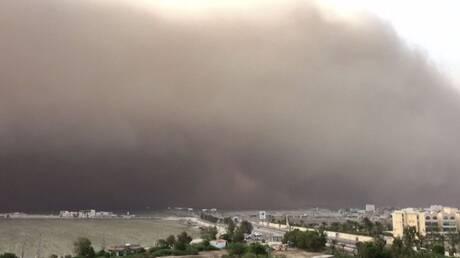 عاصفة رملية شديدة تضرب مدن يمنية (فيديو)