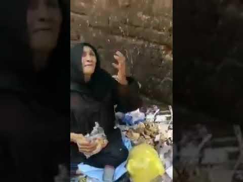 فيديو الأسبوع.. امرأة تأكل من القمامة وفيها عزة نفس ترفض الصدقة