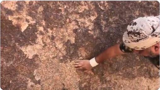 مفاجأة.. محمد العرب يكشف عن صخور «ذهب» في صعدة باليمن .. (شاهد فيديو)