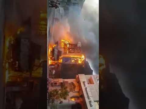 حريق هائل وكبير في المعلا بعدن قبل قليل (شاهد فيديو)