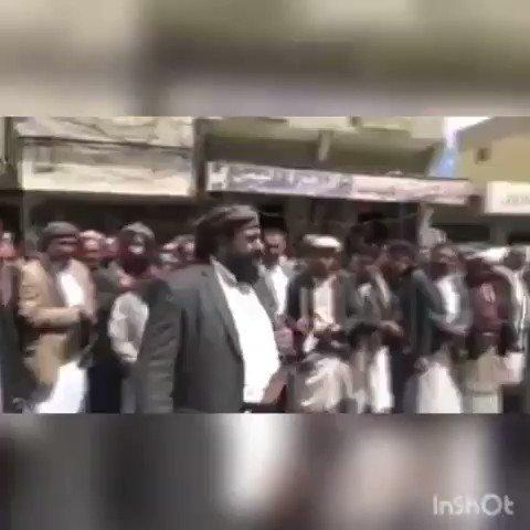 شيخ قبلي يفاجئ الجميع أمام حشد كبير ومبعوثين عبدالملك الحوثي «انا فداء لعفاش» (فيديو)