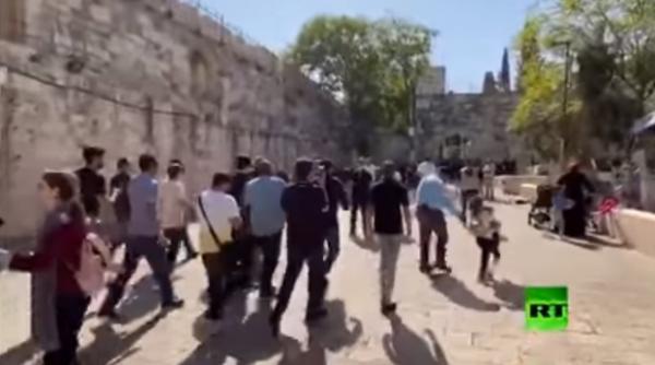 المنتخب السعودي يدخل المسجد الأقصى (فيديو)