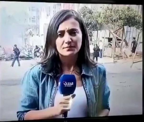 فيديو.. متظاهر لبناني يُقبل مراسلة «الحدث» على الهواء مباشرة!