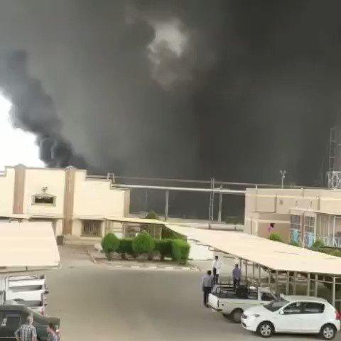 بالفيديو.. إندلاع حريق كبير في مصفاة نفط عبادان في إيران بعد سماع دوى إنفجارات..والسبب!