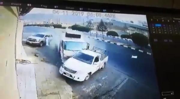 فيديو يحبس الأنفاس.. نجاة شخص من الموت دهسا في عسير
