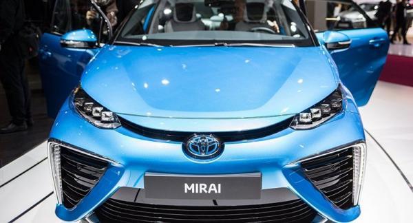 """وداعًا محطات الوقود.. سيارة جديدة من """"تويوتا"""" تعمل على """"روث الأبقار"""""""