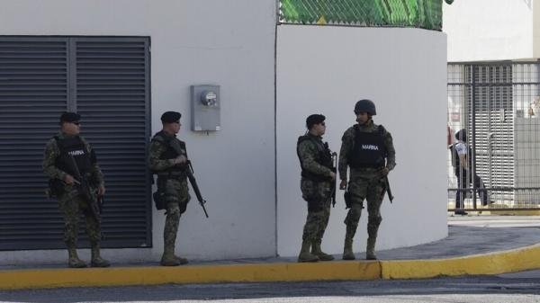 """شاهد بالفيديو.. اغتيال الضابط الذي اعتقل نجل """"إمبراطور المخدرات"""" المكسيكي"""