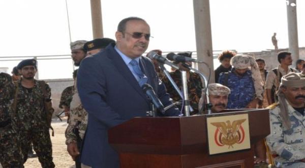 طائرة مسيرة تربك الميسري خلال خطاب القاه في حفل عسكري بالمهرة
