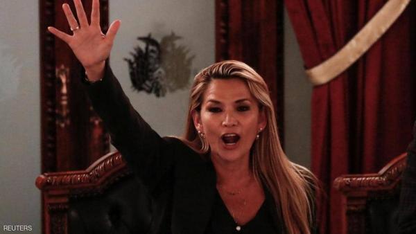 """بعد أسابيع من الاحتجاجات العنيفة.. """"آنيز"""" تحصد النتيجة وتعلن: أنا رئيسة لبوليفيا"""