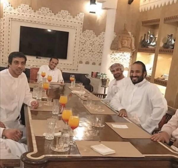 هذه حقيقة صورة اللقاء بين محمد بن سلمان ووزيرين إماراتي وقطري