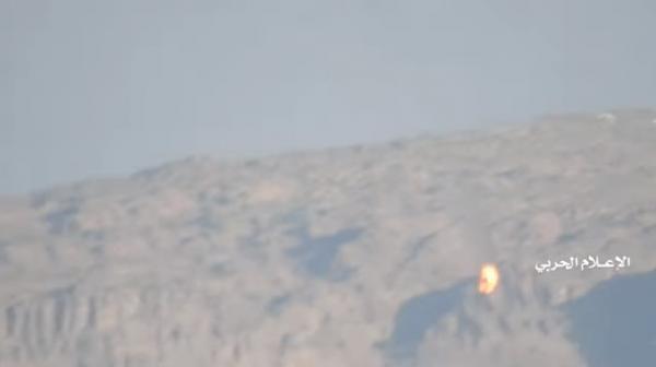 شاهد فيديو.. لحظة إسقاط طائرة اباتشي سعودية بصاروخ ارض جو وسقوطها على الأرض