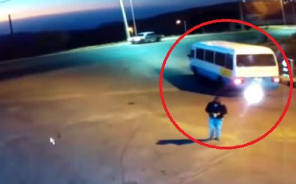 فيديو محطة الوقود.. هبط السائق من الحافلة ووقعت الكارثة