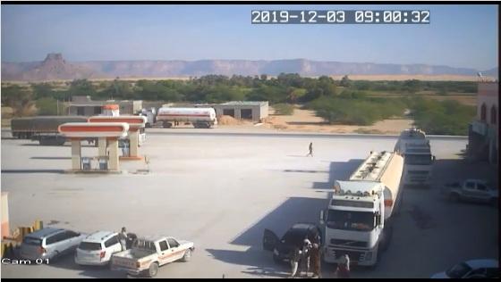 فيديو يرصد لحظة اعتداء على سائق ناقلة نفط بوادي حضرموت وقتله