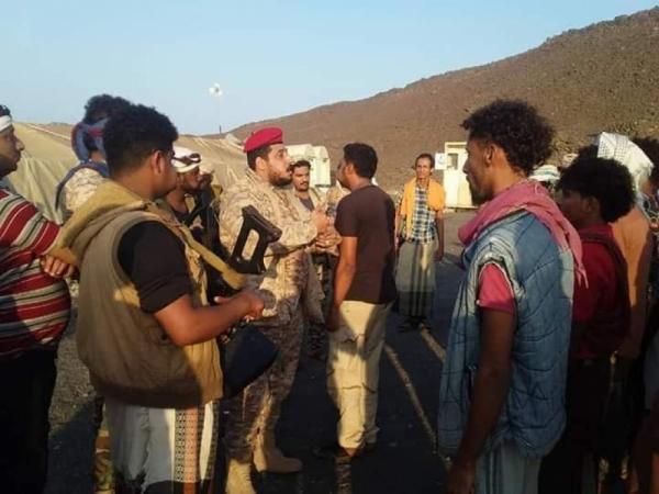 قائد عسكري يتفقد قوات النخبة التهامية في جزر زقر وحنيش الكبرى والصغرى