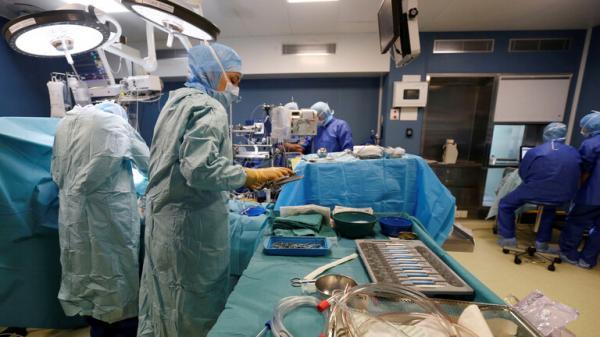 طبيب عربي يتحرش بمريضة ظنا أنها تحت تأثير المخدر.. في هذه الدولة !