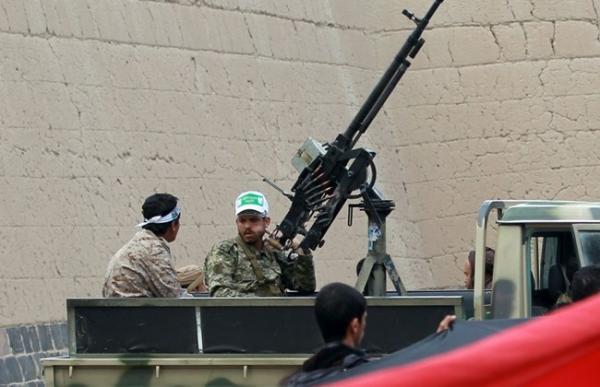 الحوثيون يداهمون مخازن رجل أعمال بصنعاء ويصادرون منها مبالغ مليونية ضخمة