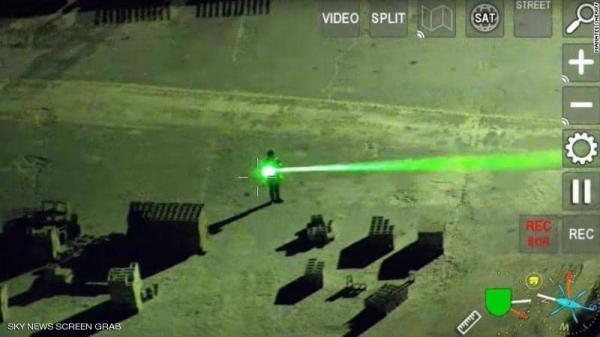 """بالفيديو.. """"استفز"""" الطائرات بأشعة الليزر.. فكيف تصرفت الطائرات!"""