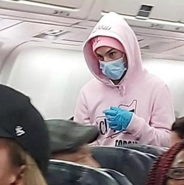 """في مشهد داخل الطائرة.. قال: """"أنا قادم من ووهان"""" فمالذي حدث لركاب الطائرة ! (مرعب)"""