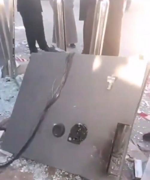 شاهد بالفيديو.. عملية جريئة لأول مرة في وسط الرياض .. وهذا ما حدث !