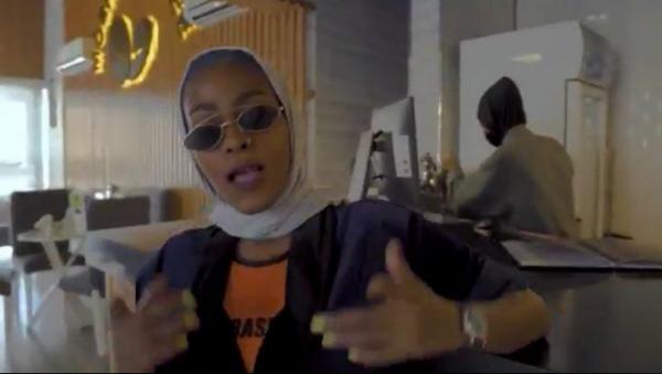 """فيديو كليب بعنوان """" أنا بنت مكة"""" يثير غضب رواد الانترنت وأمير مكة يوجه بايقاف المسؤولين عنه"""