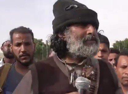 أول تعليق لمحافظ الجوف على استشهاد نجله صادق العكيمي (فيديو)