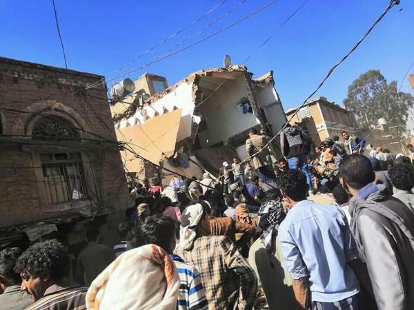 شاهد بالصور.. هذا ما حدث اليوم في حي البليلي في الصافية بصنعاء واسفر عن مقتل 3 اشخاص