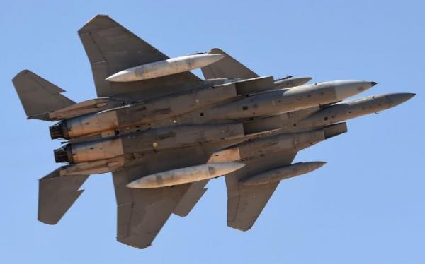 طيران التحالف يسقط كمامات على مناطق مناطق غرب صنعاء