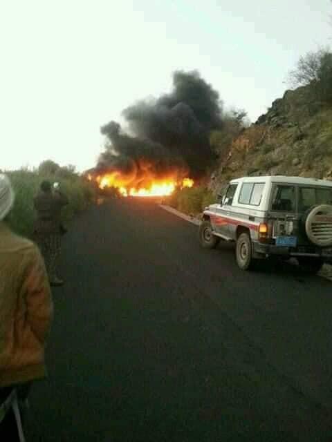 وفاة 2 باحتراق سيارة في جبل العود بعد هرولتها (صورة)
