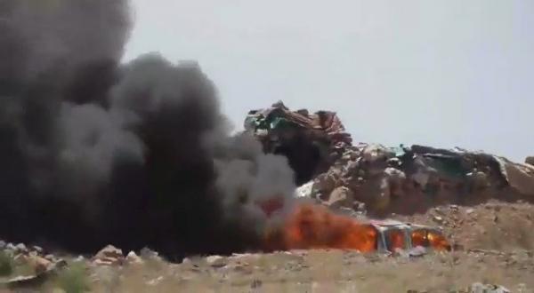 شاهد فيديو احتراق آليات للحوثيين في اليسبل بالوهبية بعد سقوطها بيد الجيش