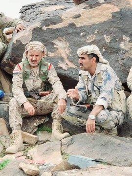 شاهد بالصور: قائد المنطقة العسكرية السابعة التابع للشرعية يزور البيضاء
