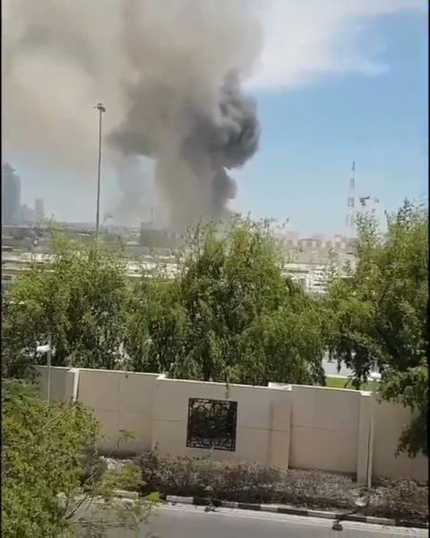 انقلاب في قطر وتصاعد ادخنة وسماع صوت اشتباكات داخل مبنى القيادة العامة (فيديو)